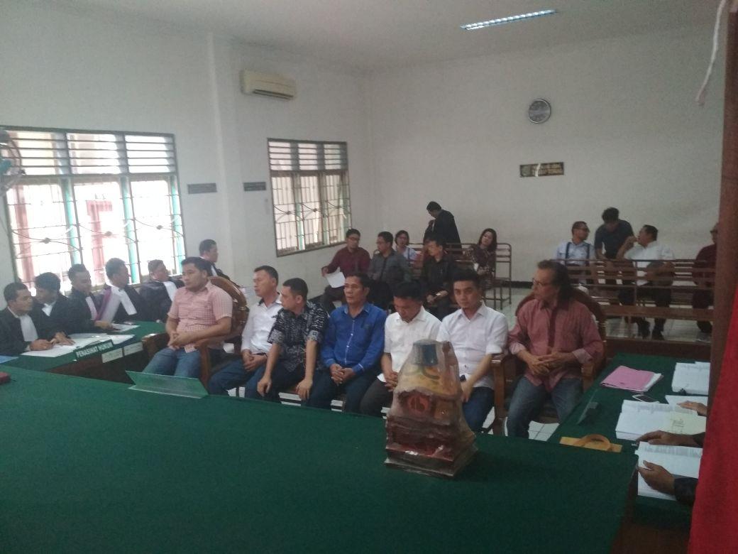 Sidang Rigid Beton : Saksi Bustanul Arifin